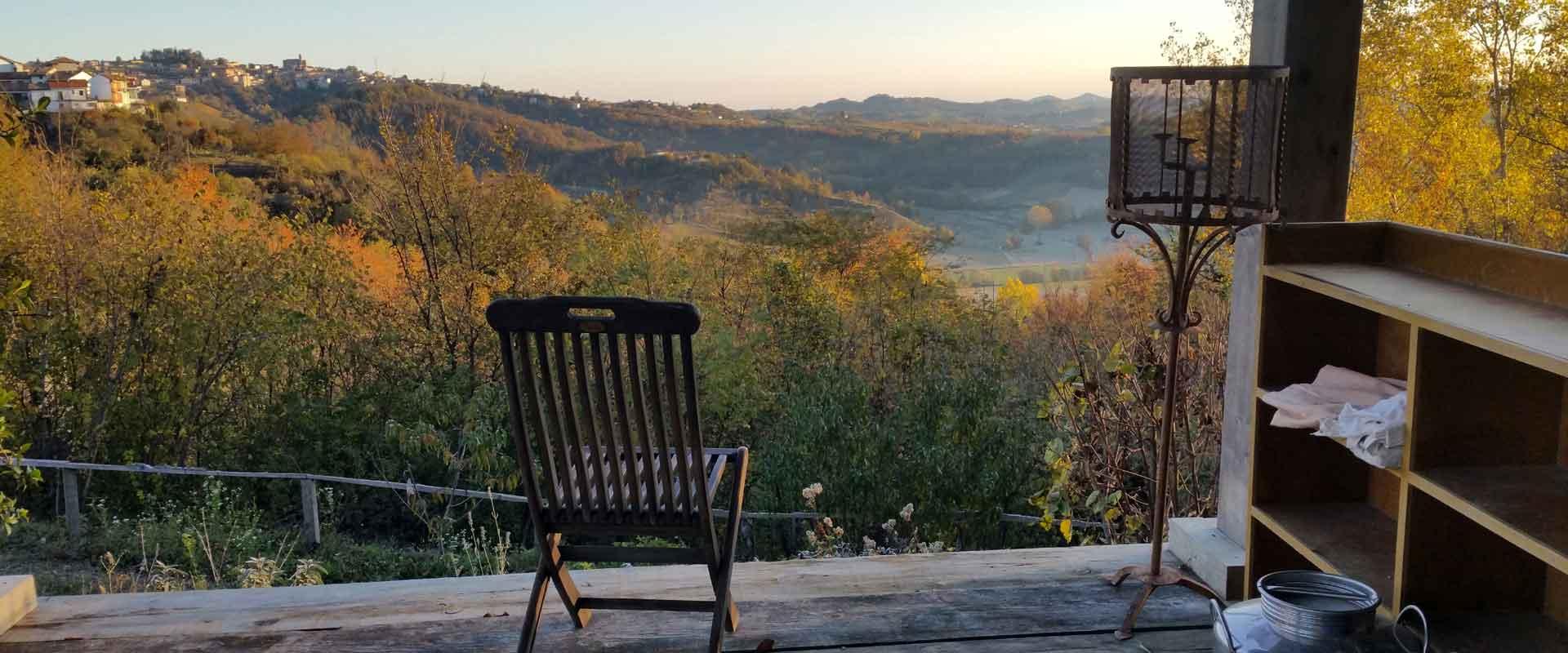Vista collinare veranda B&B casa vacanze centro meditazione a Passerano Marmorito Asti