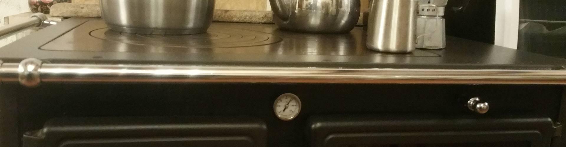Cucinare slow con ingredienti auto-prodotti cotti a legna