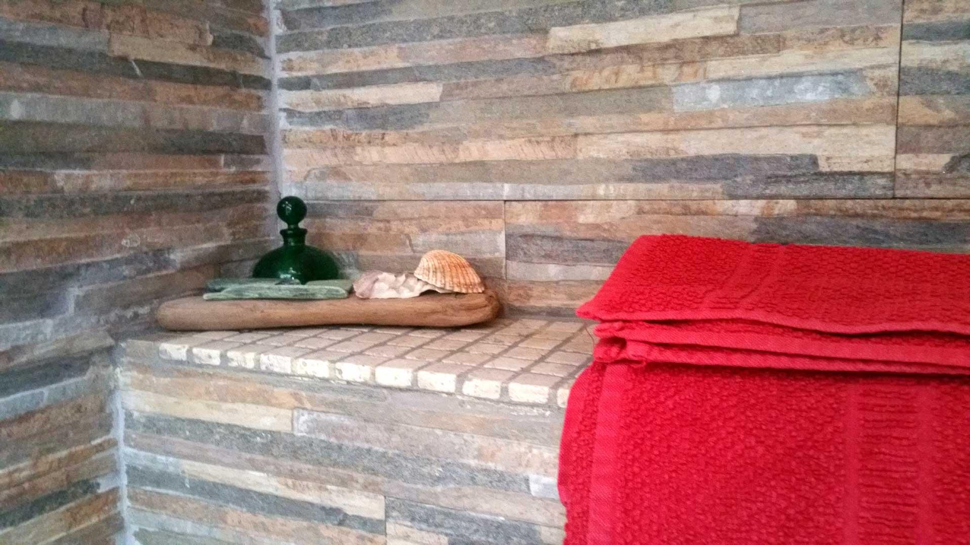 Bagno camera 900 boccetta profumo asciugamani B&B & Meditation Center Zorba il Buddha Passerano Marmorito Asti
