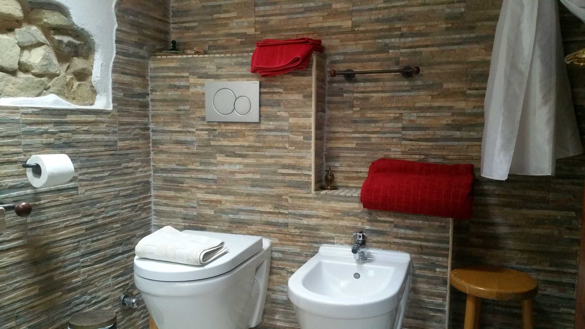 Bagno camera 900 wc bidet B&B & Meditation Center Zorba il Buddha Passerano Marmorito Asti