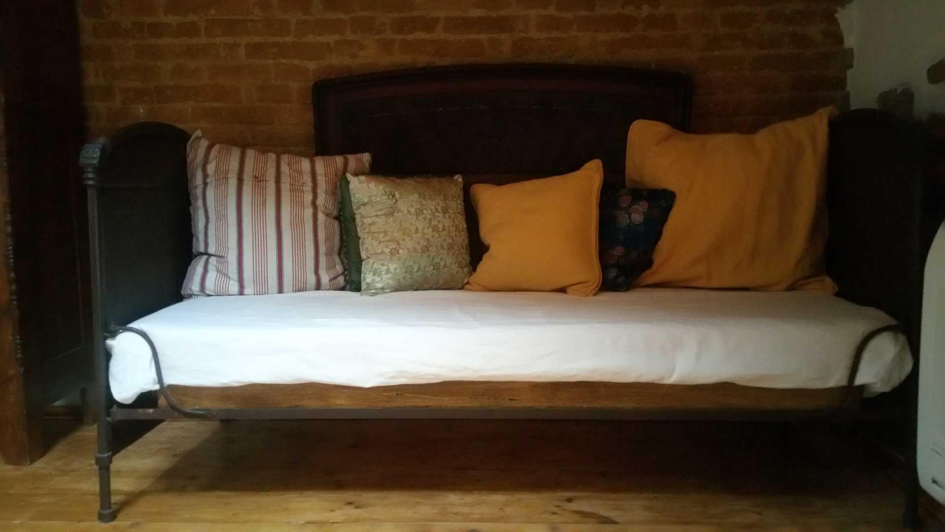 Camera 900 divanetto letto singolo B&B & Meditation Center Zorba il Buddha Passerano Marmorito Asti