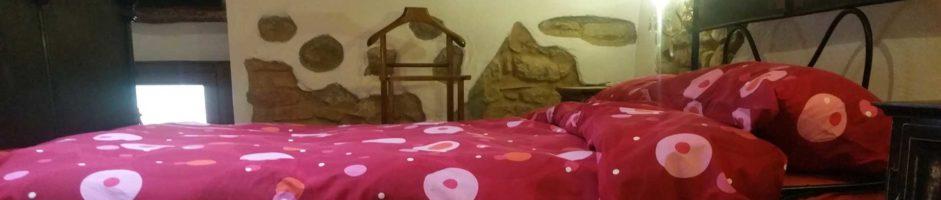 Alloggio 900: camera letto matrimoniale + lettino e soggiorno con angolo cottura divano letto matrimoniale