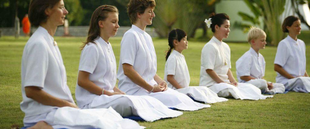 Meditare in campo di meditazione Zorba Il Buddha Passerano Marmorito Asti