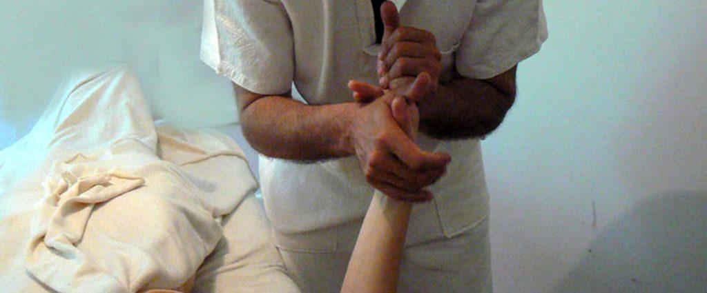 Trattamento arti superiori massaggio Bodhi Vipal presso B&B & Meditation Center Zorba il Buddha Passerano Marmorito Asti