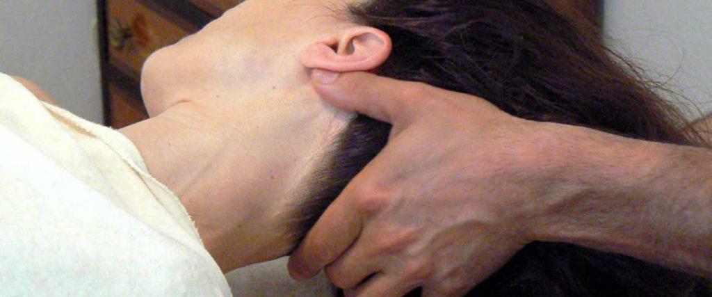 Trattamento testa collo cuoio capelluto massaggio Bodhi Vipal presso B&B & Meditation Center Zorba il Buddha Passerano Marmorito Asti