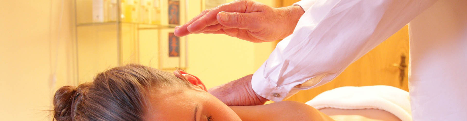 Massaggio olistico riequilibrante rilassante Bodhi Vipal presso B&B & Meditation Center Zorba il Buddha Passerano Marmorito Asti