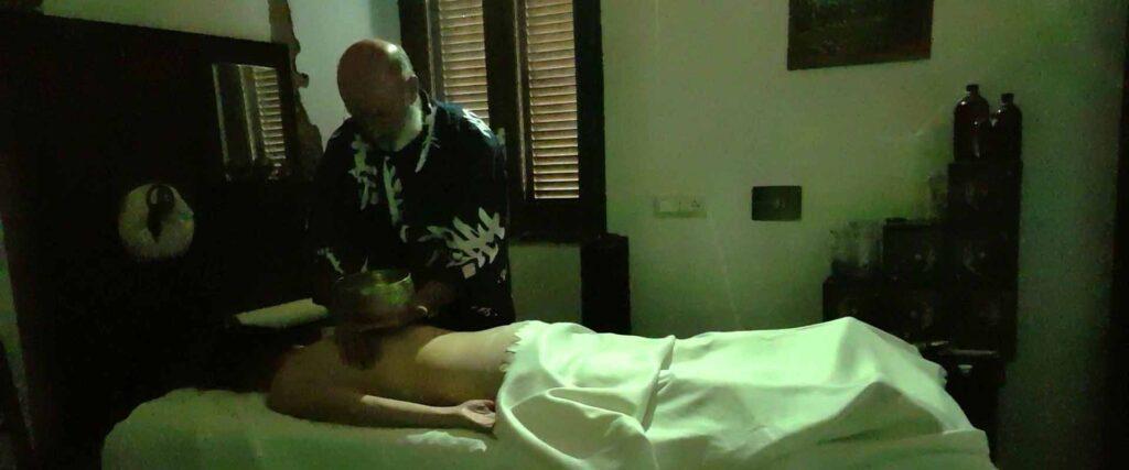 Massaggio carezza dell'anima meditativo di contatto profondo Vipal Antonio Gianfranco Gualdi Centro di meditazione Zorba Il Buddha